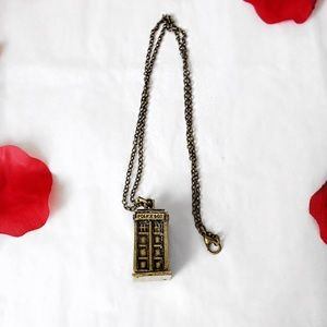 """Jewelry - 🌸LONDON """"POLICE BOX"""" PHONE BOOTH GOLD PENDANT"""